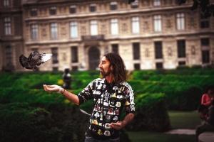 Persona, gente, hombre, paloma, pájaro, edificio, planta