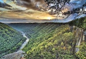 Râul, padure, lemn, roci, natura, nor, cerul, soarele