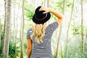 pen jente, lue, blonde, skog, tre, blad, skjorte