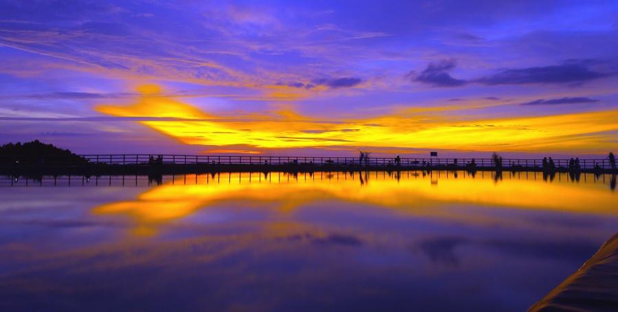 Montaña, mar, agua, puente, muelle, hombre, puesta del sol, nube, cielo