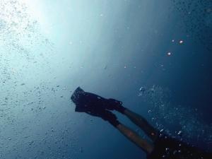 Buceador de mar, aletas de buceo, equipo, pie, bajo el agua, burbuja