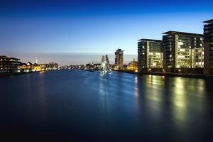 сграда, град, река, вода, светлина, отражение, нощ