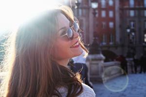 Chica, gafas, sol, foto, modelo, sonrisa, pelo