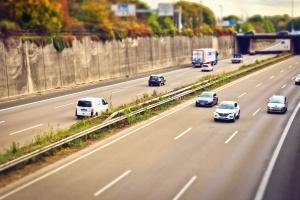 Highway road, staket, växt, bil, lastbil, lastbilstransporter, asfalt