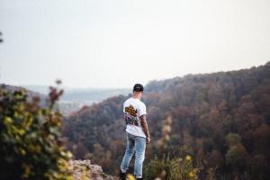 Homme, montagne, forêt, tatouage, plante, paysage