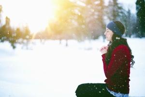 Neve, ragazza, maglione, albero, inverno, freddo, sole
