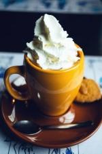 Crema, café, cuchara, galletas, bebida