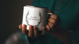 Puchar, metal, ręka, Kobieta, paznokci, farby
