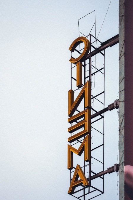 Publicité, cinéma, bâtiment, lumière, ciel