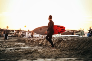 Mann, Surfen, Strand, Sand, Holz, Ozean