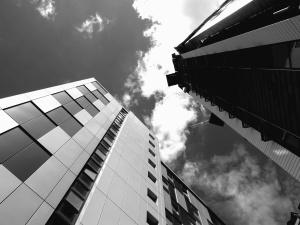 Ciel, nuage, lumière du jour, verre, murs, façade, bâtiment, architecture