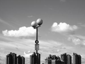 建物、雲、アーキテクチャ、街路灯、市