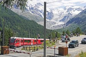 鉄道、電車、車、森、山、ランプ
