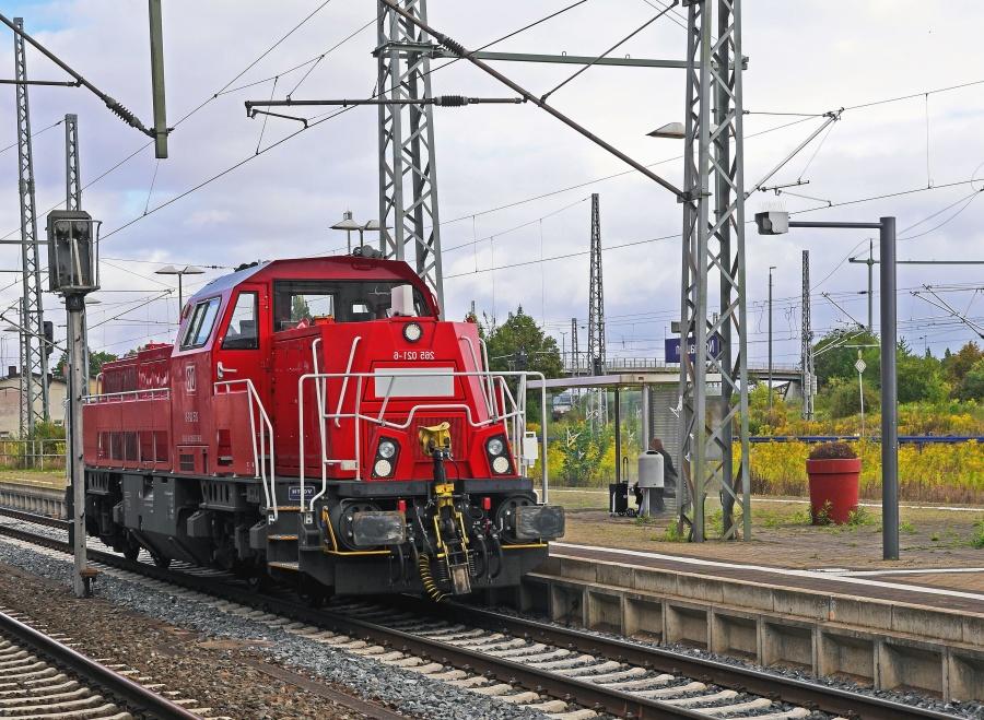 locomotive, train, car, diesel fuel, station, city