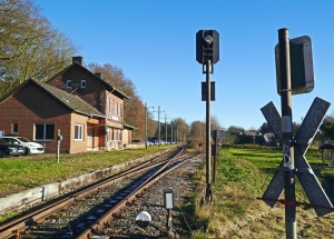 railroad, train station, traffic light, grass, house