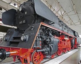 Muzej, metalni, lokomotiva, dvorane, konstrukcije motora,