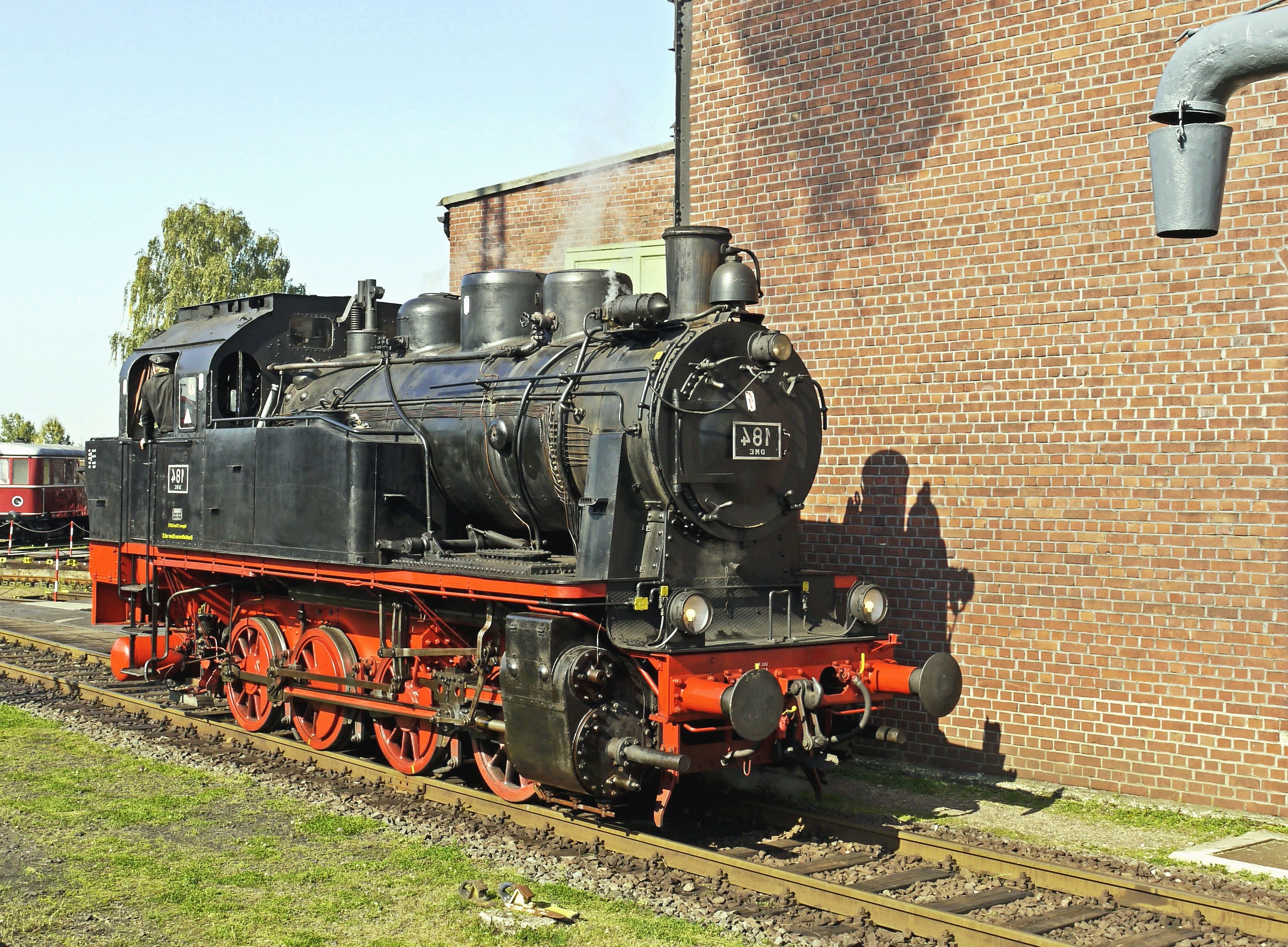 image libre mur brique locomotive v hicule transport chemin de fer. Black Bedroom Furniture Sets. Home Design Ideas
