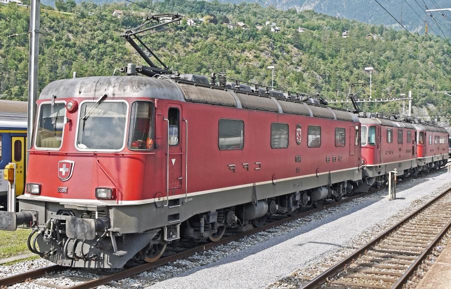 electromotive, hill, train, locomotive, railroad, platform