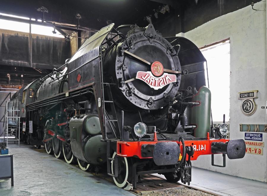 train, steam locomotive, museum, steam, steam engine, mechanic, metal, garage