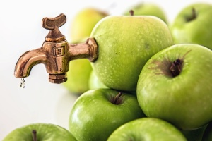 apple, fruit, faucet, fruit juice, produce, food, sweet, diet