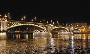 bridge, structure, city, sky, landmark, architecture, famous, water, travel, urban, tourism, landscape