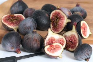 fig tree, fruit, food, sweet, seed, knife, plant, nutrition