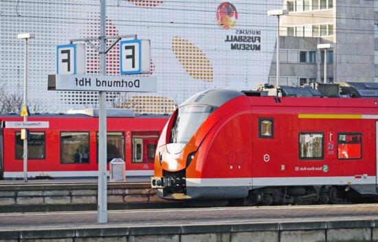 Lokomotive, modern, Eisenbahn, Bahnhof, Stadt, Plattform, Beton