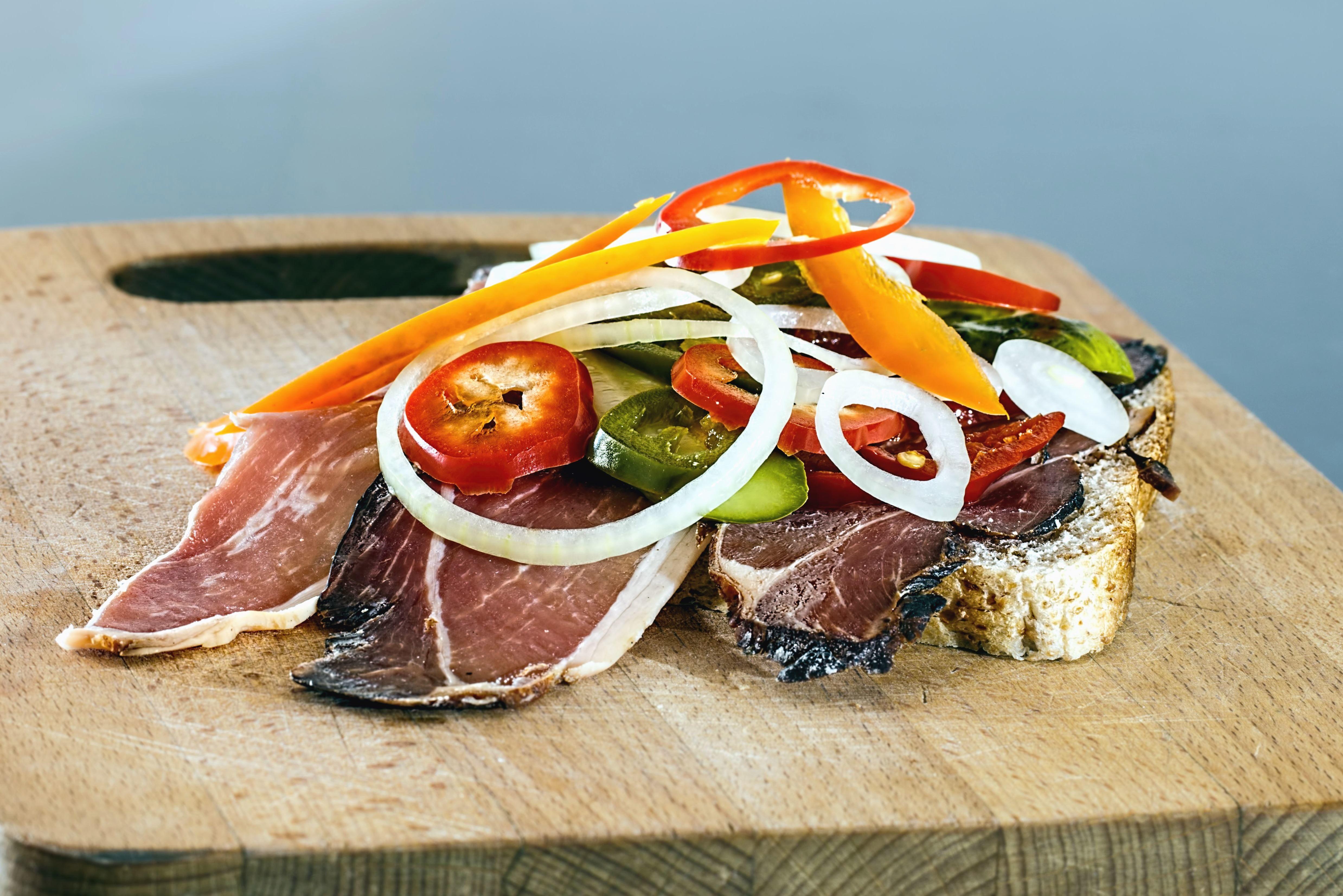 Fleisch, Pfeffer, Zwiebel, Brot, Essen, Tisch, Textur, Messer, Küche