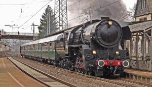 Eisenbahn, zug, lokomotive, dampf, rauch, stadt, station, beton, anziehung