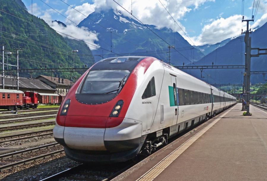 Zug, Lokomotive, Reise, modern, Elektromotor, Berg, Bahnhof, Beton
