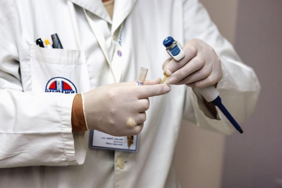 laboratorní, lékař, rukavice, ruka, pipeta, vzorek, muž, zkumavky