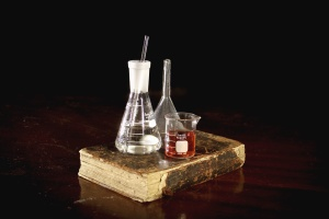 Скло реагенту книги, лабораторії, воронка, експеримент