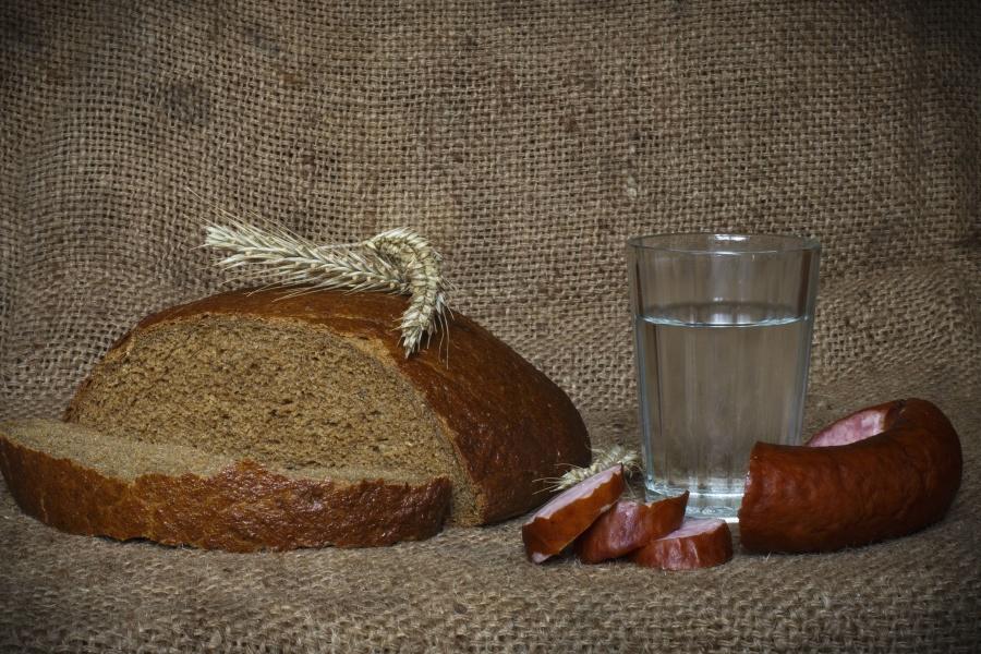 mrtva priroda, kruh, žitarice, staklo, kobasica, hrana, prehrana