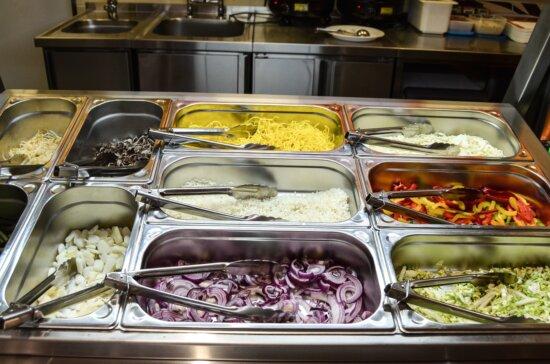 Bol, restaurant, salade, oignon, poivre, métal, pinces