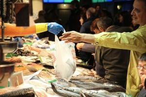 vis, winkel, supermarkt, vers, tas, met de hand