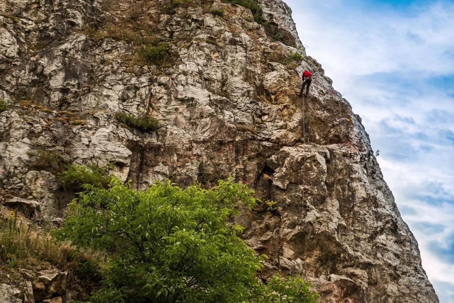 Randonnée, montagne, roche, homme, corde, adrénaline, plante, ciel