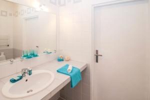 Habitación, cuarto de baño, interior, tocador, toalla, jabón, muebles, casa