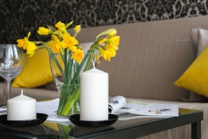 flower, vase, plant, table, candle, glass, sofa, design