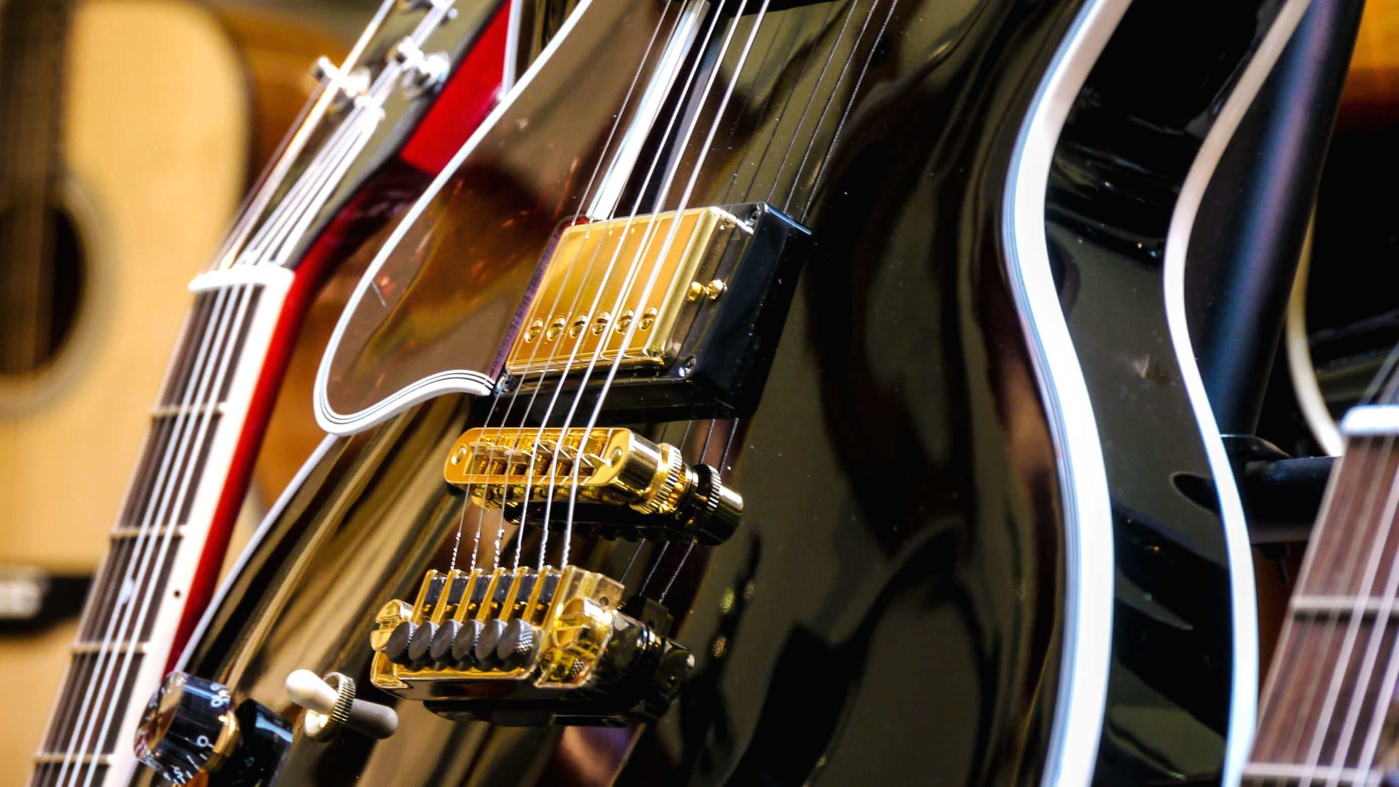 8 String Guitar >> Free picture: guitar, instrument, string, music, reflection, electric, technology