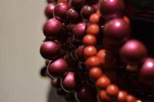 Objeto, joyería, decoración, rojo