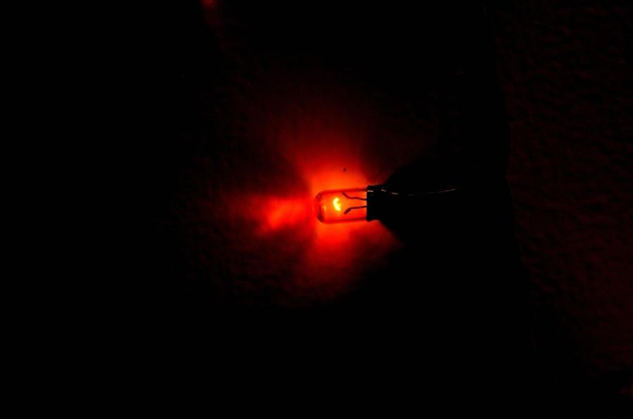 červená, svetlo žiarovka, tmavé