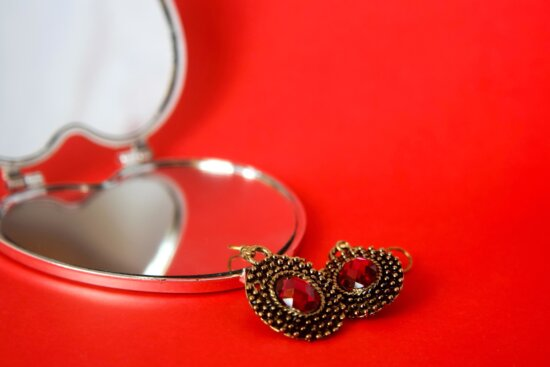 earrings, makeup, mirror, red, jewelry, gold