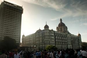 Hotel buitenkant, mensen, het platform, stad, menigte
