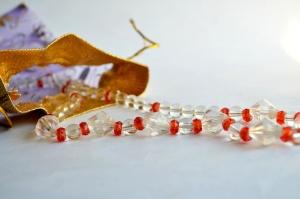 kůry, náhrdelník, kabelky, šperky