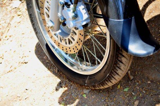 Moto, roue, équipement de métal