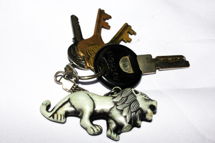 key, object, pendant, object, chain