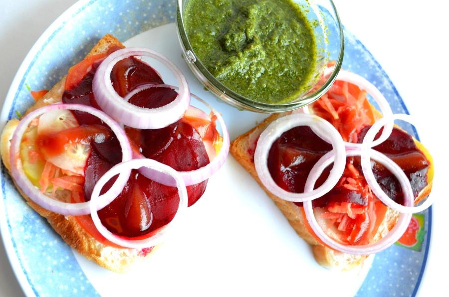 sandwich, breakfast, diet, food, onion, tomato, bread, salad, lunch
