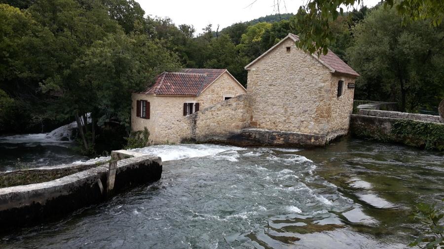 Casa, esterno, fiume, attrazione turistica