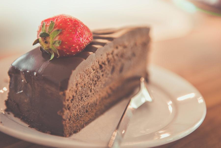 chocolate cake, strawberry, fruit, spoon, dessert