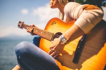 Femme, guitare classique, guitare acoustique, basse, musique, guitariste, mélodie